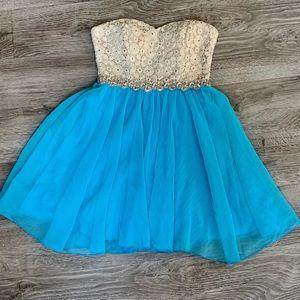 🆕 City Studio Prom Dress